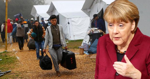 """""""Zvládneme to"""" od Merkelové už nestačí. Počet jejích kritiků roste"""