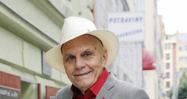 Šarmantní a energický herec se spoléhá i na geny – Přeučilové prý žijí přes devadesát let...
