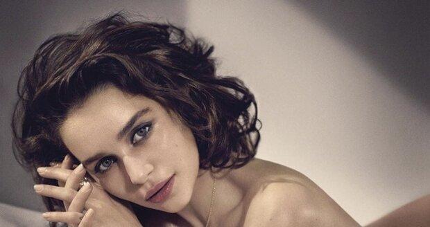Emilia Clarke je krásná žena.