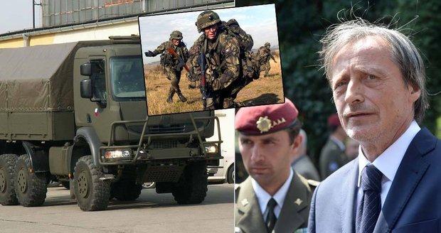 Češi zbrojí: Ministerstvo podepsalo smlouvu na pušky a pistole za půl miliardy