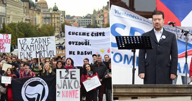 Okamura a Brichta na demonstraci proti uprchlíkům. A zasahovala policie