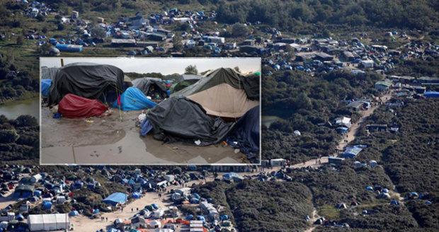 """Bělá je proti ní skautský tábor. Ve Francii bují uprchlická """"Džungle"""""""