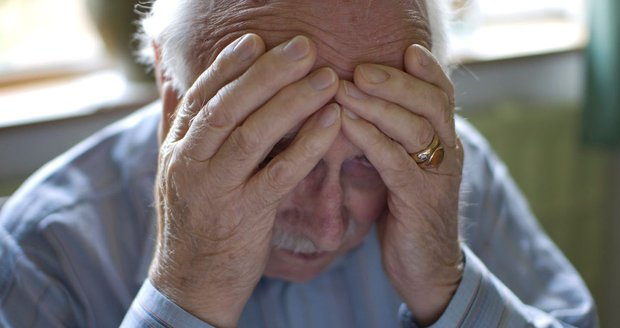 Podvodníci se zaměřují hlavně na seniory. Těm pak zbývají oči pro pláč. (Ilustrační foto)