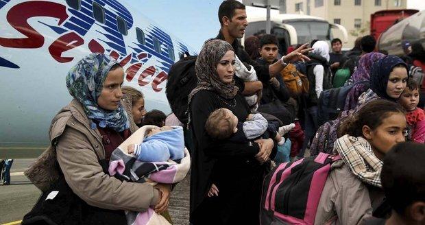 Letecké společnosti si mnou ruce: Uprchlická krize jim zvyšuje tržby