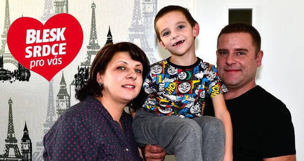 Čermákovi zjistili, že je Radeček autista, až když mu bylo 3,5 roku. Nejhorší prý byl první rok, nyní s nimi chlapeček komunikuje díky kartičkám.