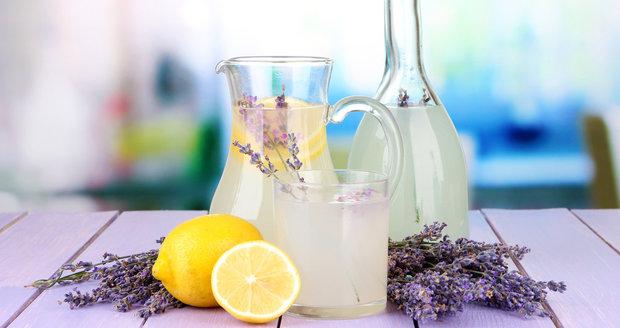 Domácí levandulová limonáda zažene deprese, migrény i virózy