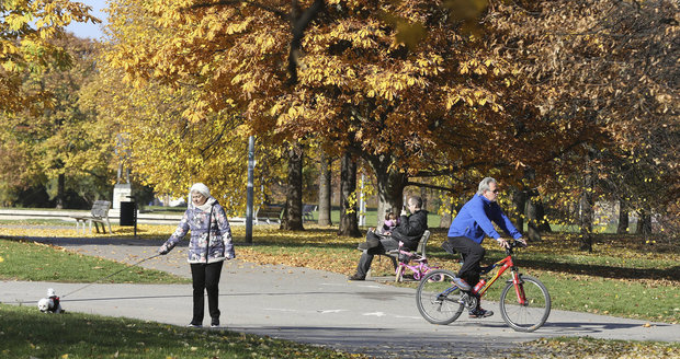 V Česku je nadprůměrně teplý listopad. Podle meteorologů vydrží pěkné počasí s minimem srážek nejméně do konce měsíce.
