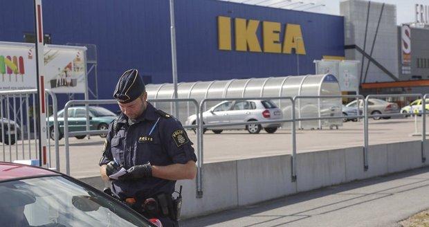 """Uprchlík v IKEA zavraždil dva lidi. """"Nedali mi azyl,"""" tvrdí a čeká ho doživotí"""