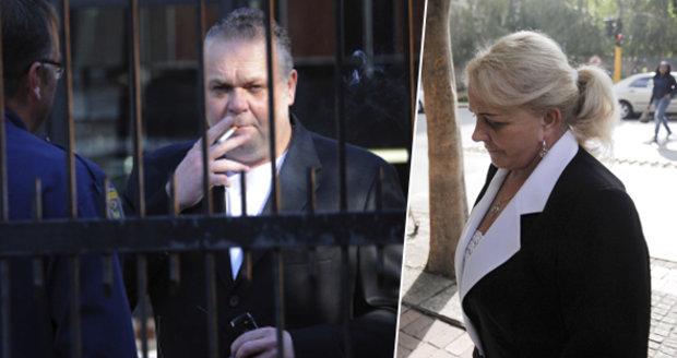 Maminka poslala Krejčířovi do basy milion! Ženu, která peníze pašovala, chytila policie
