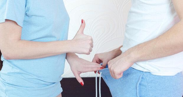 Svému muži můžete pomoci s prevencí i tím, že mu sama prohlédnete varlata.