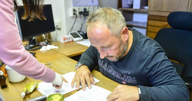 Ředitel Včelpa nepřipouští přítomnost zakázaných antibiotik ve svých medech ani poté, co mu Blesk předložil protokoly laboratorních výsledků...