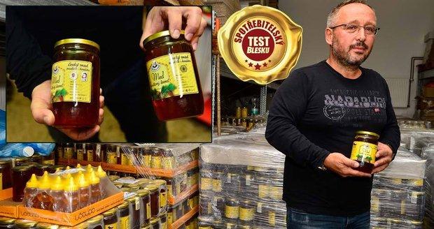 Dvě laboratoře potvrdily zakázaná antibiotika v medu. Výrobce Včelpo se přesto brání! Ale... vše si raději ověří.