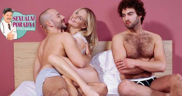Manžel navrhnul své ženě, že ji bude sledovat při sexu s kamarádem. Manželka je v rozpacích, ale Obdařený poradí.