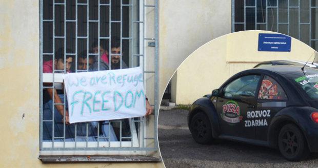 Hladovka uprchlíků v Drahonicích? Sono ukázalo plné žaludky, vozí si i pizzu