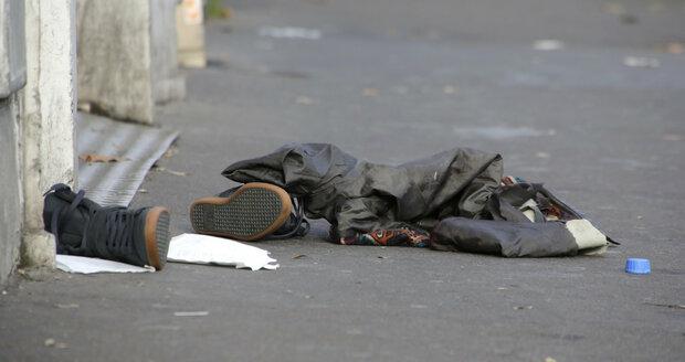 Atentát u stadionu: U těla jednoho z útočníků našli syrský pas