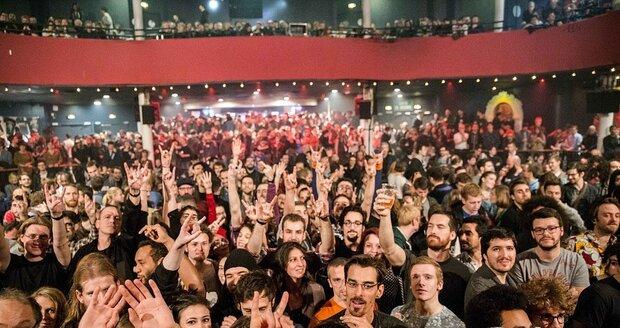 ONLINE z Paříže: Užívali si hudbu, smáli se a pak přišla smrt