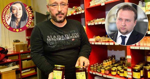 Zakázaná antibiotika v medu našel Blesk. Teď se k objevu hlásí ministr Jurečka. Na snímku ředitel společnosti Včelpo Panagiotis Margaritopoulos.