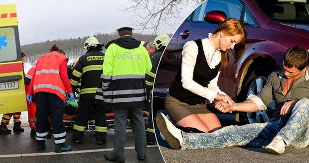 """Čeští řidiči """"plavou"""" v první pomoci. Neznají ani tísňové linky, zjistil průzkum"""
