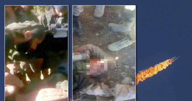 """Alláhu akbar."" Nad mrtvolou ruského pilota se v Sýrii radují"