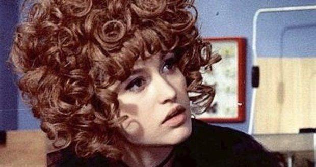 Čarodějnice Saxana (Petra Černocká) ve filmu Dívka na koštěti.