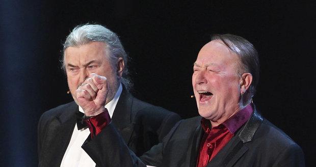 Ringo Čech a Petr Janda předávali na Slavících cenu zlaté kapele Kabát. Janda ještě vypadal v pořádku.