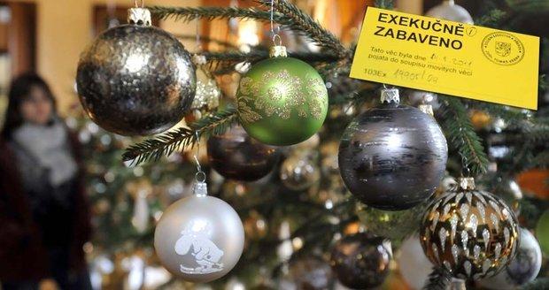 Na krku mají exekuci, kvůli Vánocům si ale Češi zase půjčí