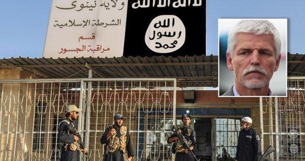 Zapojit muslimy, sebrat peníze. Generál Pavel popsal strategii pro zničení ISIS