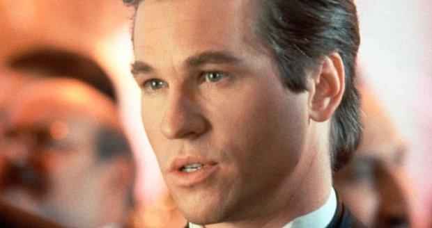 Val Kilmer jako fešák Bruce Wayne ve filmu Batman navždy (1995).