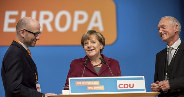 Uprchlický kompromis v partaji u Merkelové. Kancléřka se na sjezdu vyhne sporům