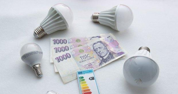 """Žárovky """"zdarma"""" za dva tisíce. Úřad si kvůli šmejdům posvítí na tisíce smluv"""