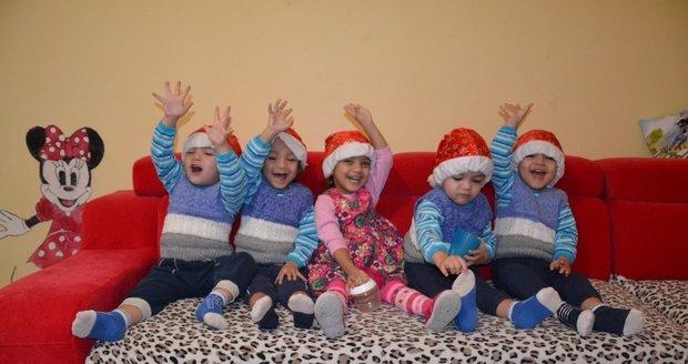 Vánoce se blíží: Rodina paterčat zveřejnila seznam přání. Zn. Použité nevadí