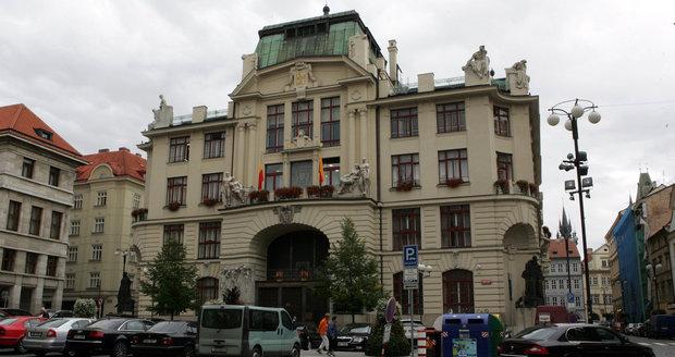 Kauza úředníka z pražského magistrátu a firemního vozu pokračuje.