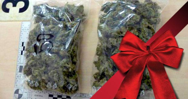 Šťastné a zhulené! Němci pašovali marihuanu z Česka jako vánoční dárky