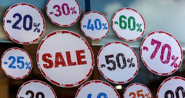 Až třetina domácností plánuje nákupy podle letáků. Hledají pečivo i alkohol