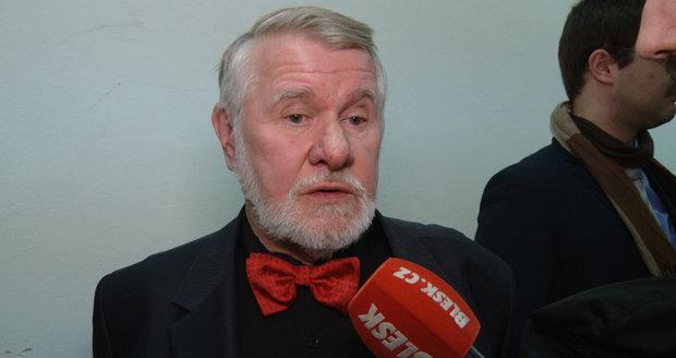 """Politika Štětiny se zastal Interpol. """"Mezinárodní zatykač poslal k šípku"""""""