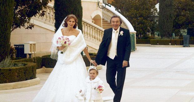 7. 1. 2008: Karel a Ivana se vzali v Las Vegas. Prý neplánovaně. Sehnali si šaty a v jednom z rychlosvatebních stánků je oddali.