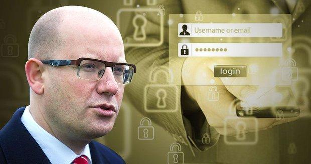 Sobotkovo heslo mělo 20 znaků. Policie píše o pomoc do USA
