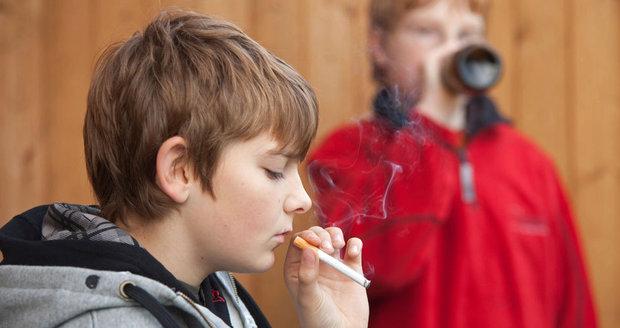 Dostat se k alkoholu a cigaretám je velmi snadné, myslí si většina mladých