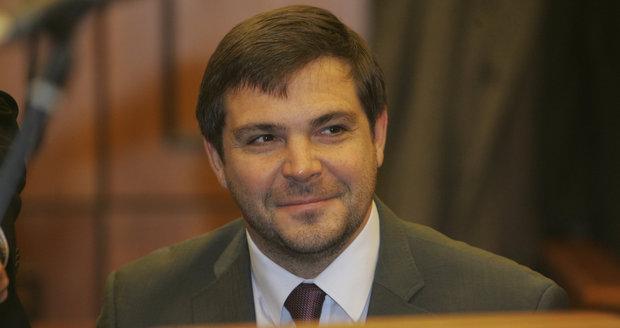 Zastupitel Karel Březina je překážkou pro vznik koalice s Piráty.