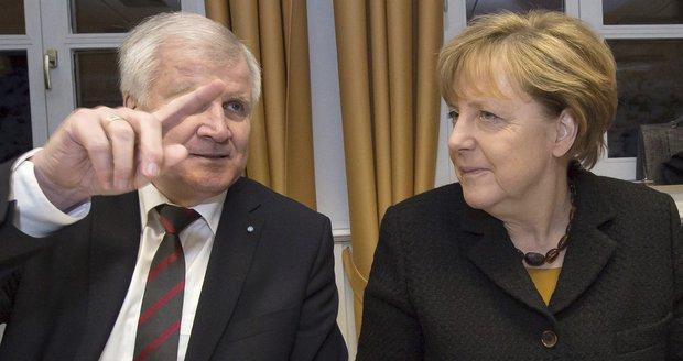 """Bavoři už mají uprchlíků """"zu viel"""". Merkelová s jejich lídrem v dopise vymetla"""