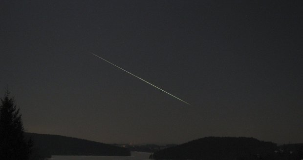 Kamery zachytily vzácnou podívanou. Nad Českem prolétl velký meteor