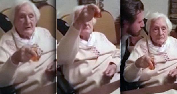 """Zmatená babička zvolala """"Heil Hitler""""."""
