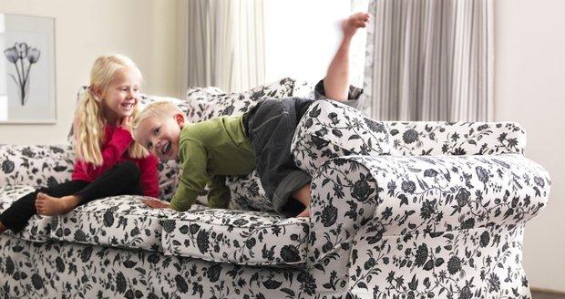 Potahy často přijdou k úhoně, zvláště jestli na sedačce denně řádí děti.