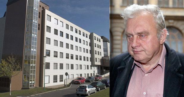 Záhady okolo smrti Miloslava Ransdorfa: Stal se po mrtvici dárcem orgánů?