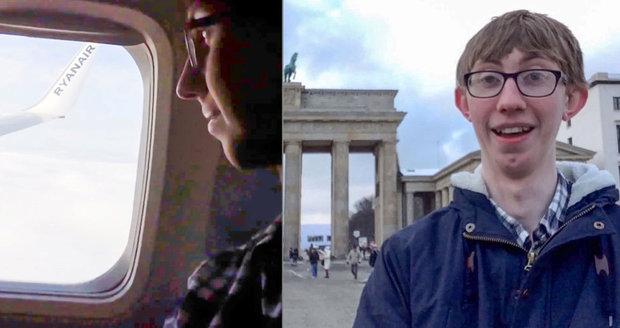 Britský školák si místo zpáteční jízdenky na vlak koupil levnější letenku přes Berlín.