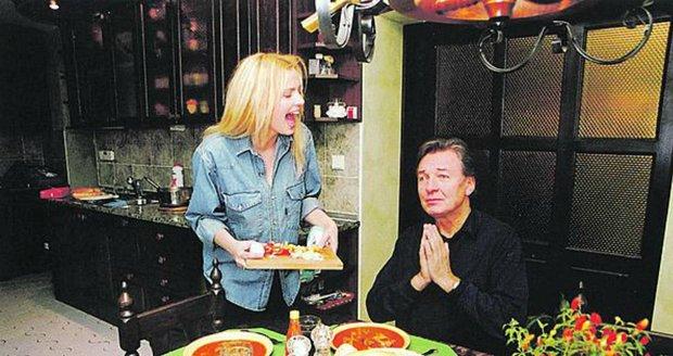 Davy milenek: Gott si domů vozil desítky svých přítelkyň. Na konci 90. let mu tam skvěle vyvařovala jeho tehdejší partnerka Marika Sörösová (41).