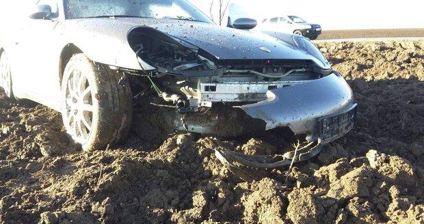 Naše porsche vytlačil bavorák a ujel! Viděli jste odřené BMW s SPZ začínající trojkou?