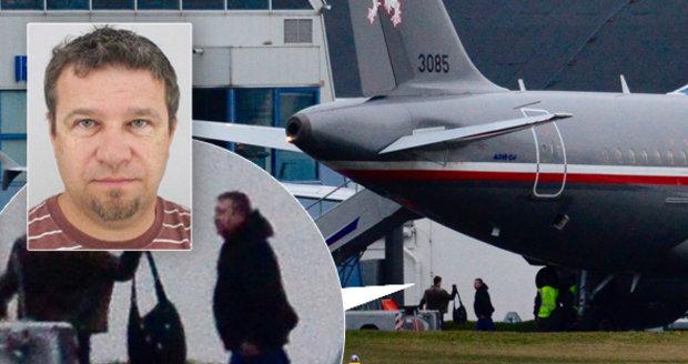 Vrátil se s pěti Čechy i kuchař unesený v Libyi? Ministerstvo to popírá
