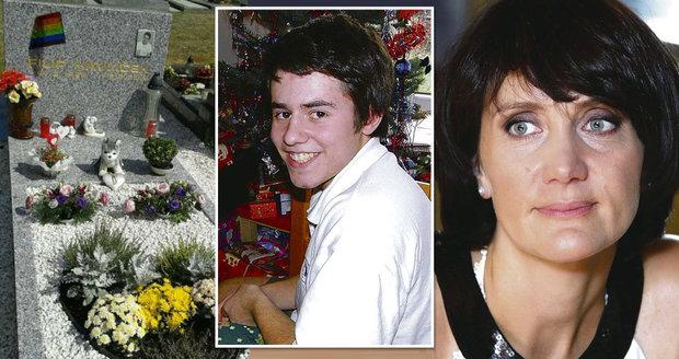Synovec (†14) Janečkové spáchal sebevraždu, protože byl gay: Má duhový náhrobek!