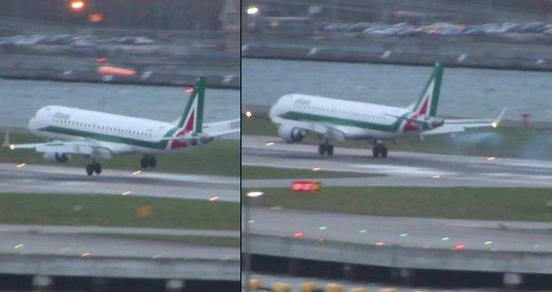 Bouře Imogen si s letadlem hrála jako s hračkou.